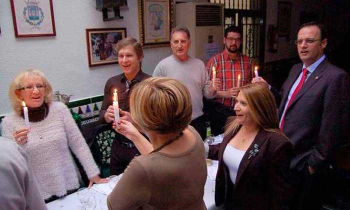 El POSI, y algunos más, le ponen una vela a la Virgen